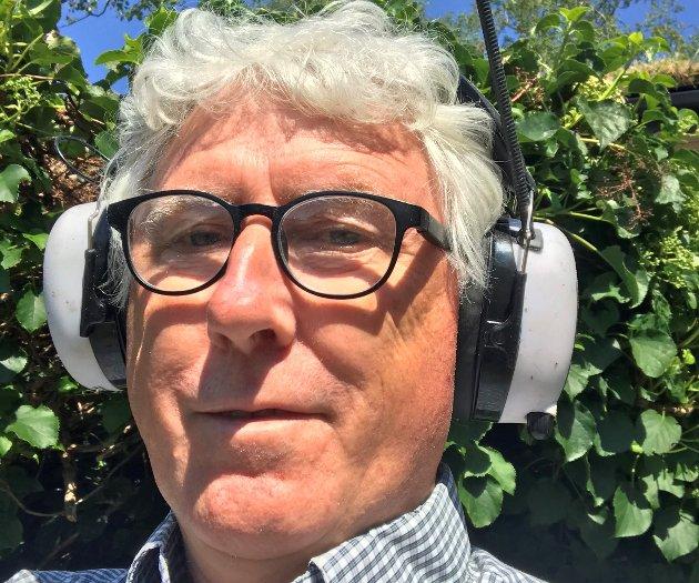 FRAMLEIS KRITISK: Ole Stenbakk er framleis krisisk til det han får servert av musikk frå NRK, som han meiner rår over ressursar som burde tilseie noko betre.