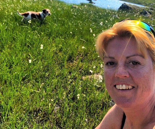 EVELYN BOKN (41), JØRPELAND: – Ferien starta med ein speidarleir for gutungen og mannen min. Eg blei med som husmor på siste delen av leiren då eg kom heim frå Nordsjøen. Hovudferien vår var to veker på hytta i Sauda. Det var den første sommarferien der, så me var litt spende. Me likte oss veldig godt. Sauda minnar om Jørpeland, så me følte oss heime. Feriedagane på hytta bestod av tur til Allmannajuvet, biltur til Røldal, laksesafari på Sand og mykje bading og fjellturar.