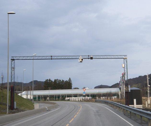 Den nye bomstasjonen på E39 før Ikea kan bli flytta til Bergen si kommunegrense på Nordhordlandsbrua.