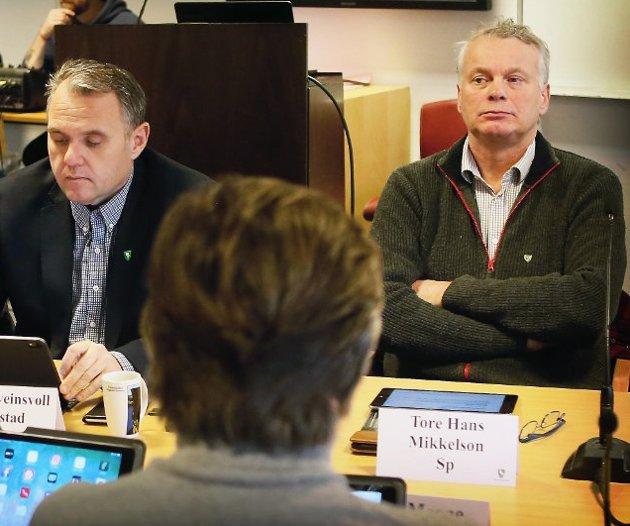 FIKK SVAR: Tore-Hans Mikkelson (Sp) har fått svar fra rådmannen i Nye Sandnes. Her er han fotografert sammen med sin kollega og ordfører, Bjarte Sveinsvoll Dagestad (H).