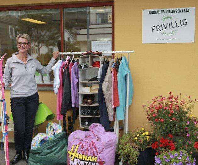 Kristine Drake ved frivilligsentralen i Jondal.