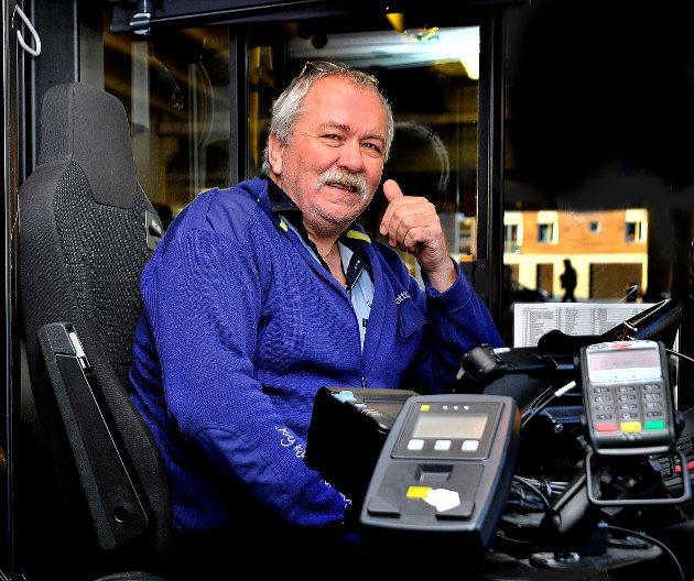 – Hva er det folk kan bruke bussen til? Det burde vel sees på med de reisendes øyne? spør sjåfør og tillitsvalgt Finn Arne Solberg, langt fra imponert over konsulentenes ruteforslag.