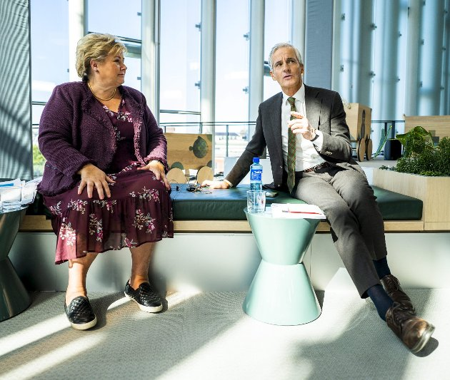 Statsminister Erna Solberg (H) bekrefter at det kan komme nye korona-undersøkelser, også en om vaksine-strategien slik blant annet Jonas Jahr Støre (Ap) krever. Foto: Håkon Mosvold Larsen/NTB