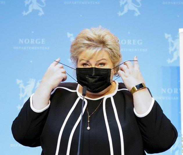 Statsminister Erna Solberg (H) presenterte forleden regjeringens plan for gjenåpning av samfunnet. Noen håper det skjer noe allerede i neste uke, men det kan ta både uker og måneder om resten av landet må vente på Oslo. Foto: Terje Pedersen, ANB
