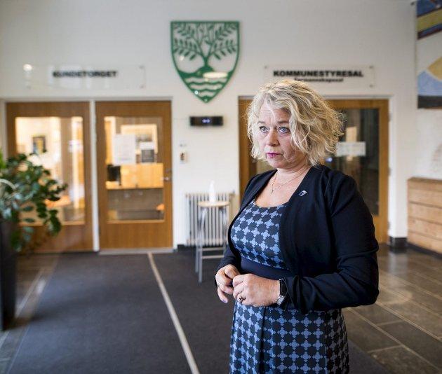 Ordfører Siv Høgtun (H) er skeptisk, men Askøy kommune har lite å tjene og mye å tape på å kjøre «ekstraomganger» på boten for vannskandalen i 2019 som kommunen nå har fått fra politiet. Foto: Skjalg Ekeland