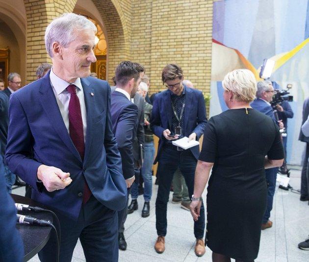 Finansminister Siv Jensen (Frp) bør snu seg og se i retning av Jonas Gahr Støre (Ap) og forslaget om pensjon fra første krone. Norske politikere må i det hele tatt forhindre at nordmenn ender opp med Nordens dårligste pensjon.
