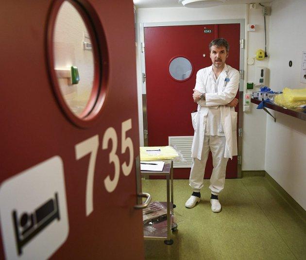 Seksjonoverlege Trond Bruun ved Haukeland sykehus har ikke hatt en eneste influensapasient til behandling de siste månedene. Smitteverntiltakene mot korona må ha hjulpet også mot influensa. Arkivfoto: Rune Johansen