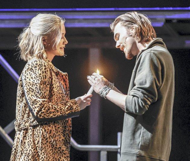 Mina Dale som Mimi, og Nikolai Abelsen som Rodger.