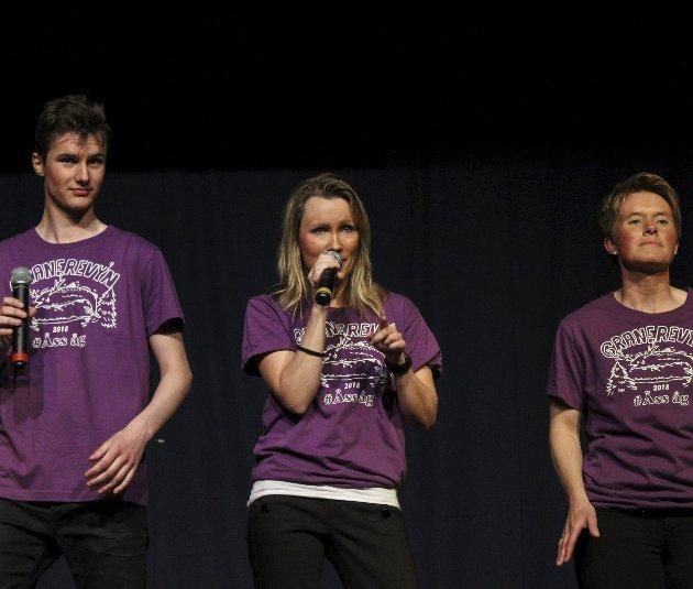 Sang: Håvard Nilssen Brennhaug, Ellen Tuseth og Kristina Svartvatn var tre av mange som bidro med sang underveis.