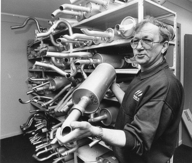 Bilvarehallen i Langneset, 1992.  – Det begynte med eksosanlegg for snart 30 år siden, og fortsatt er eksosanlegg blant bestselgerne i varehuset, sier Henry Fagervik.