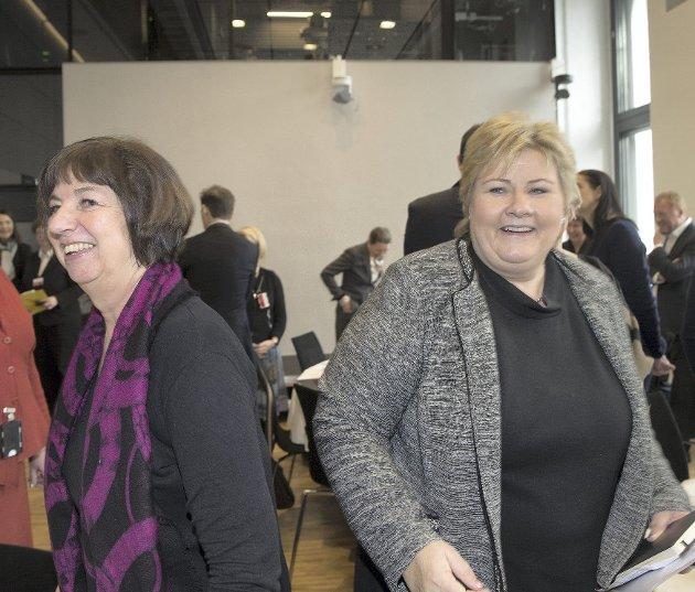 Nav-sjef Sigrun Vågeng og regjeringssjef Erna Solberg (H) må snu i «pensjonsslipp-saken».