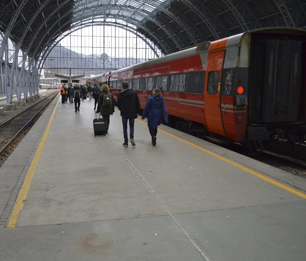 Ikke nok med at dobbeltspor til diverse småbyer omkring Oslo blir prioritert langt foran forkortet reisetid med jernbane mellom landets to største byer. Nå ønsker Bane Nor også å satse stort på byutvikling.