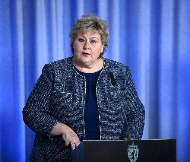 Erna Solberg (H) og regjeringen står foran svært vanskelige valg i morgen. Skal tiltakene mot korona fortsette som nå, trappes ned – eller for den del forsterkes?  Uansett valg må det begrunnes svært godt.