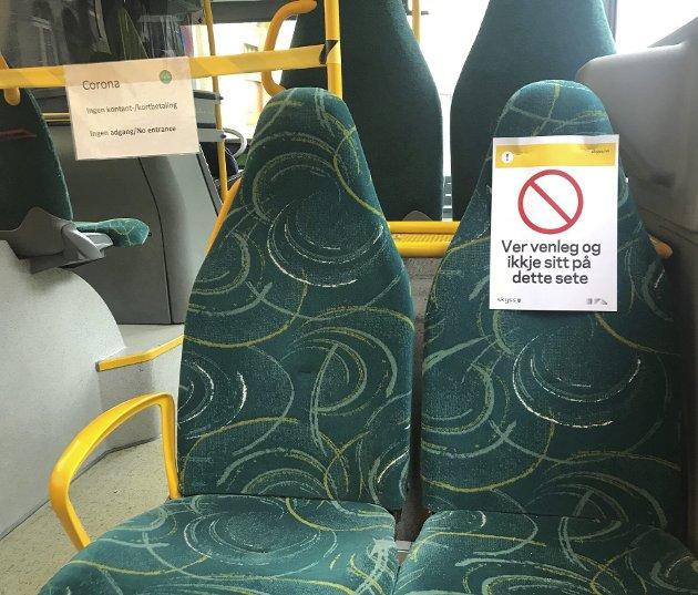 Skyss er bekymret over at mange sniker på buss og bane, men må ikke glemme at vi fortsatt er i en unntakstilstand der passasjerene blir oppfordret til ikke å reise kollektivt. Dessuten er det ikke like enkelt å få betalt. (Arkiv)