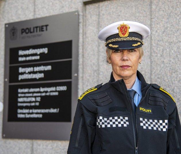 Politiinspektør Kari Marie Kjellstad har på vegne av Vest politidistrikt levert høringssvar om partnerdrap. Her argumenterer man både for økt bruk av omvendt voldsalarm og tvangsflytting. Arkivfoto: Eirik Hagesæter