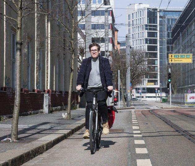 Miljøbyråd Thor Haakon Bakke (MDG) og Bergen sliter med kaos på fortauene, mens hans kollega i Oslo vil gi store subsidier til folk som kjøper el-sykler. Arkivfoto: Agnieszka Iwanska