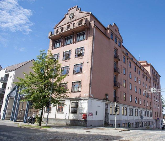 Bergen kommune har solgt bygningen på Engen for over hundre millioner kroner uten å ha nye lokaler klare til helsestasjonene som holder til her. Salget gikk unna i ekspressfart. FOTO: MAGNE TURØY