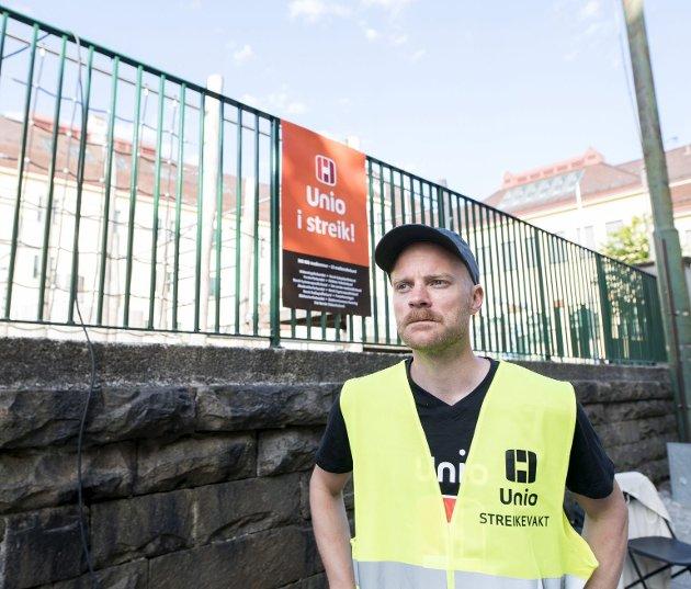 Pål Einar Skorpen er tillitsvalgt ved Møhlenpris oppveksttun som ble tatt ut i streik tidligere denne uken. En meningsmåling viser at hele 73 prosent av de spurte støtter denne streiken i barnehager, skoler, bibliotek og andre offentlige virksomheter. Foto: Skjalg Ekeland