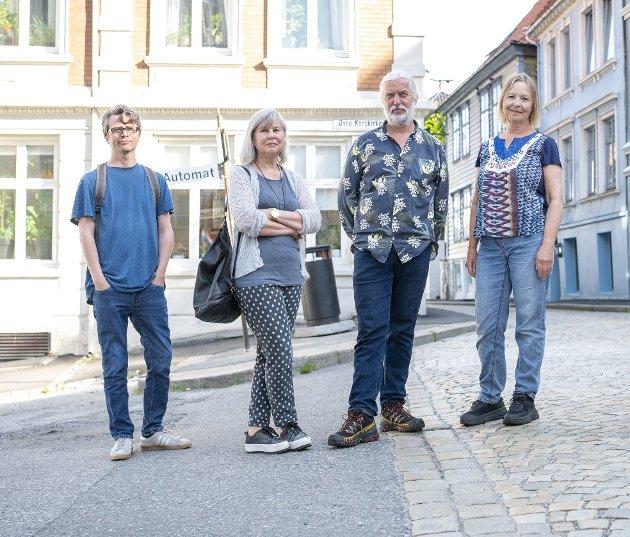 Sondre Båtstrand (fra venstre), Mai Lis Schau, Endre Leivstad og Ruth Ørnholdt kan alle risikere å bo i fossilbilfri sone rundt Øvre Korskirkeallmenningen. De hadde i det minste fortjent en god og klar begrunnelse. Foto: Emil Weatherhead Breistein
