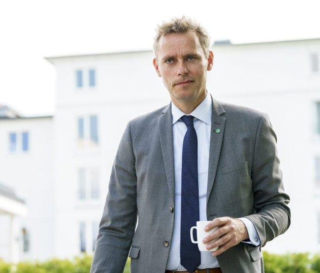 Ola Borten Moe (Sp) vil legge bedre til rette for at norske bedrifter kan vinne offentlige anbud i Norge, og mener at dette er fullt mulig innenfor regelverket til EU. Foto: Torstein Bøe, NTB