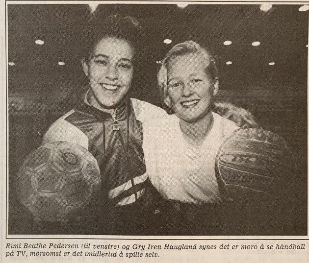 HÅNDBALL: Rimi Beathe Pedersen (til venstre) og Gry Iren Haugland - moro å se håndball på TV.
