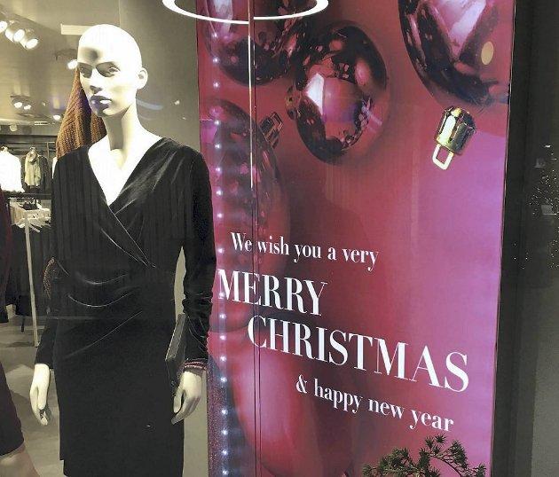 – Jeg ønsker meg heller en julehandel der jeg blir møtt med skilt og reklame på norsk. Det gjør noe med humøret. Foto. Stig Michalsen