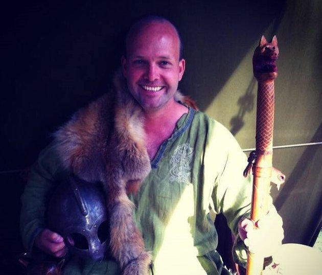 Vikingen Sindre Martinsen-Evje, dagens leder for Sarpsborg som i fjor fylte 1000 år og er den klarte eldste av de to tvillingene.