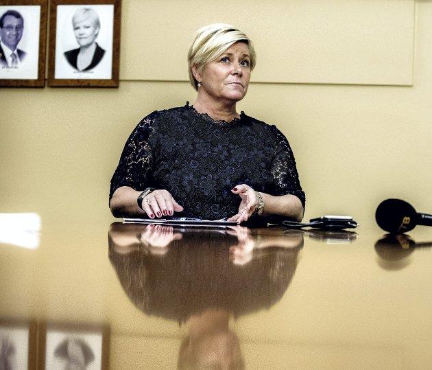 Finansminister Siv Jensen (Frp) erpå rett vei med sitt forslag til nye pensjonsregler i privat sektor.
