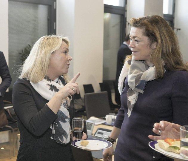 NHO-leder Kristin Skogen Lund (til høyre) leder klart på minister Monica Mæland (H) når det gjelder å få redusert antall fylker. NHO har derimot ikke stort å vinne på å fortsette med NM for kommuner.