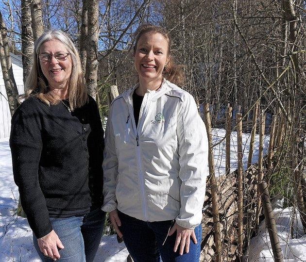 VIL SIKRE LIVSKVALITET: Edith Cecilie Loftheim (f.v.) og Ida Eliseussen i Nittedal Senterparti mener at det må mer til enn nok sykehjemsplasser for å sikre de eldre et godt og verdig liv.