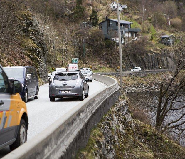 – Hva om man bygget en flytebro i Grimevannet (bildet) i stedet for utbedre fylkesvei 587, Hardangervegen.