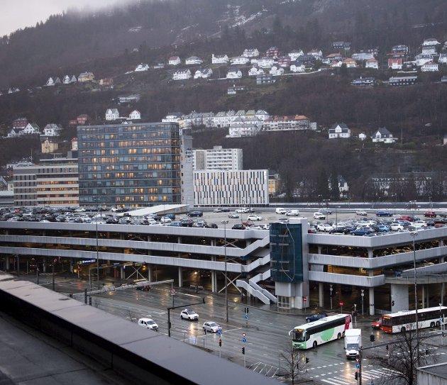 – Området sør for Bergen storsenter skal gå fra å være en asfaltjungel med sjøutsikt for biler, til å bli et levende bysentrum. At bygarasjen forsvinner er et ledd i dette. FOTO: EMIL WEATHERHEAD BREISTEIN