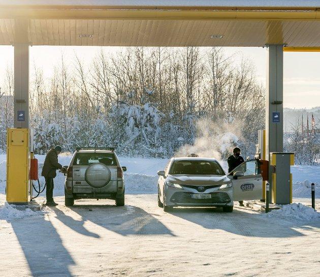 – Fossile energikilder er ekstremt billig sett opp mot konsekvensene. På en bensinstasjon får du kun en halvliter brus for prisen av to liter diesel. FOTO: Gorm Kallestad, NTB