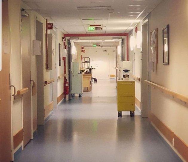 Barbro Urke (Mdg) skryter av de ansatte ved  Skautun omsorg- og rehabiliteringssenter hvor hun har jobbet som sykepleier i en periode hvor Rakkestad kommune ønsket ekstra hjelp.