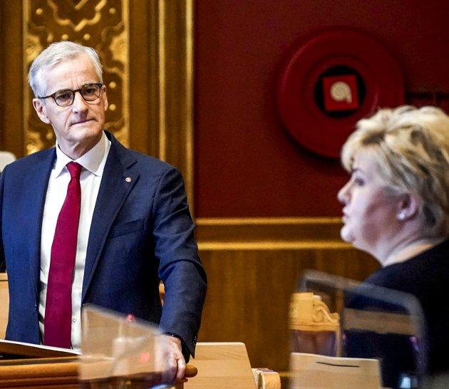 Både Arbeiderpartiet og Høyre vil gi unge skattelette med mål om at de da vil arbeide mer. På bildet er Ap-leder Jonas Gahr Støre og statsminister Erna Solberg (H).