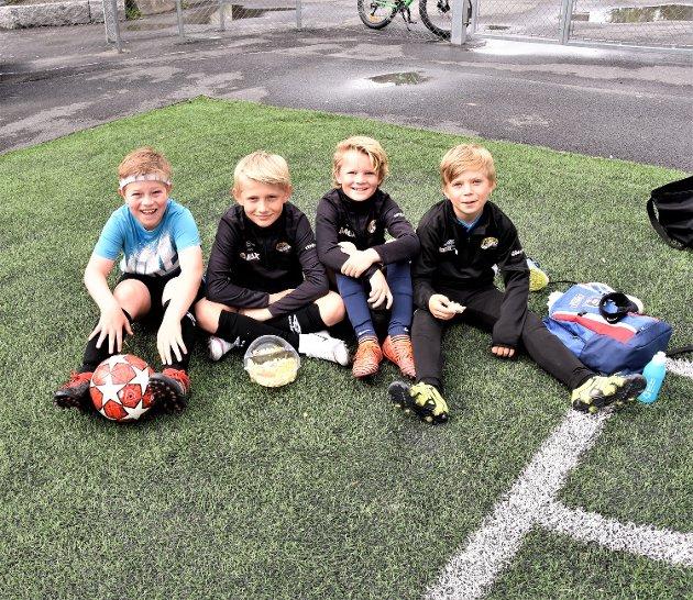 FIRE SOLBERG-GUTTER: På NF Academy – på hjemmebane. Guttene som er født i 2009 og 2010 er (fra v.): Andreas Johnsen, Krisander Dahlmann Iversen, Linus Fureid og Lucas Caspersen Damli.