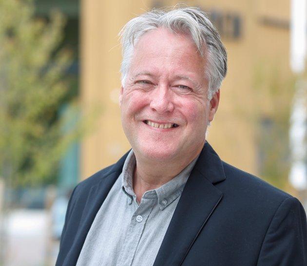 Venstres Egil Hjorteset kritiserer Nittedal Senterpartiets forsøk på å torpedere sentrumsplanen.