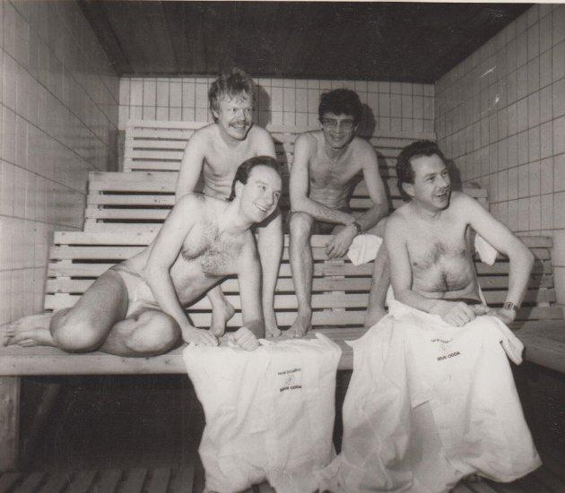 Desse glade karane samla seg i badstova i samband med Positive døgn.
