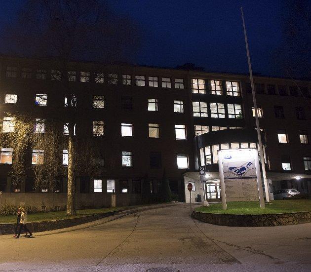 DRAGKAMP: Sykehuset Innlandet har valgt en kommunikasjonsstrategi som legger lokk på mye informasjon som burde vært kjent når historien om koronapandemien skrives.