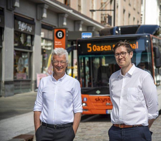 Fylkesordfører Jon Askeland (Sp) tilbyr Bergen og miljøbyråd Thor Haakon Bakke (MDG) mer innflytelse over egen kollektivtrafikk. Dette er et skritt i riktig retning, men bør være begynnelsen til mye mer kollektivmakt til Bergen.