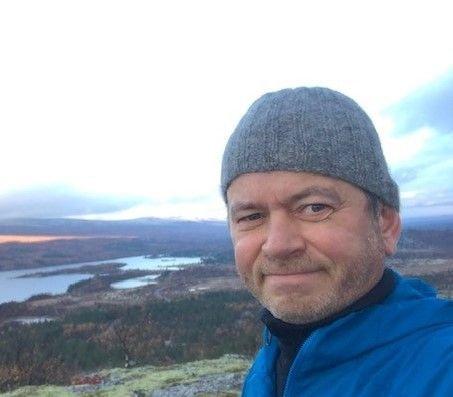 – Våre foreldre fikk ikke snakke samisk på skolen uten å bli straffet, og dermed sluttet de med det, skriver Ulf Tore Johansen og tre andre artikkelforfattere.