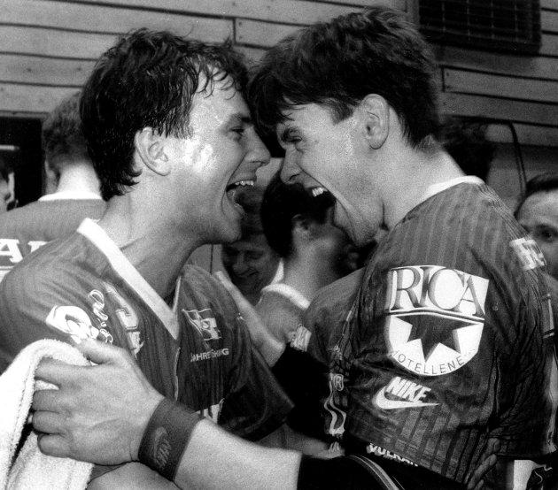 9. april 1992:                    Runar utklasset Urædd                             - Dette var ubeskrivelig moro, strålte Runar- kapteinen Pål-Vidar Lundquist (t.v.) og keeper-kjempen Jan Chr.Danielsen etter at Runar utklasset mesterlaget Urædd i Porsgrunnshallen med 18-13.