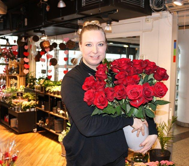 Anita Olsen (39) fra Dalsgrenda jobber i blomsterbransjen, og valentinsdagen er en travel dag. Hun kommer derfor hjem sent. - Men det blir blomster og god mat når jeg kommer hjem, sier hun.