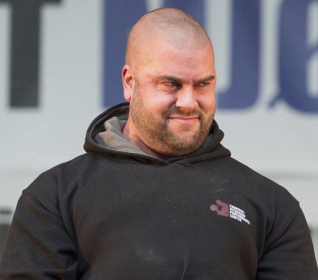 """""""Strongman"""" i regi av Elite gym viste seg frem på Gjøvikmarken lørdag. Foto: Henning Gulbrandsen."""