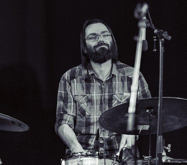 Tage Vedal begynte å øve på Rockens hus i 1991, og han er fortsatt en aktiv musiker. Han mener likevel nedleggingstruede Rockens hus bør stenges - med den klare forutsetning at det kommer et bedre alternativ.