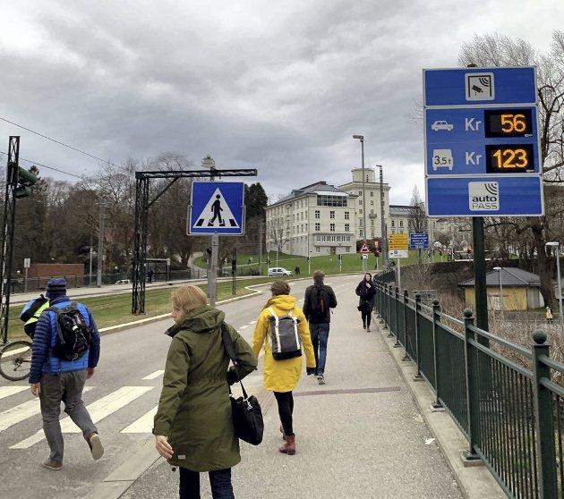 Det var ikke rushtidsavgiften inn til Bergen sentrum som tente opprøret, men nye og «urettferdige» bomstasjoner ute i bydelene. Når en stadig større andel av befolkningen sier de vil stemme FNB, så er det demokrati i praksis.