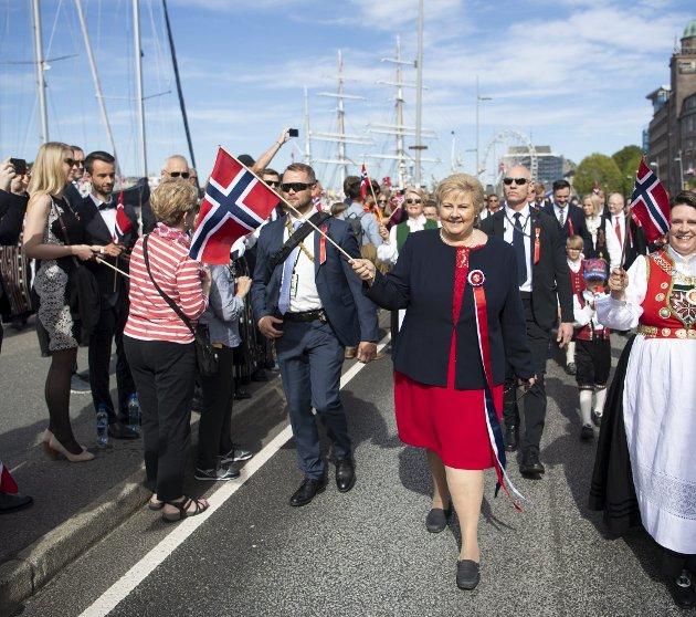 – Vil vi ta til gatene igjen når vi alle er fullvaksinerte, og oppleve den samme feststemningen som vi vanligvis gjør på 17. mai? spør Sandra Krumsvik i dagens spalte.