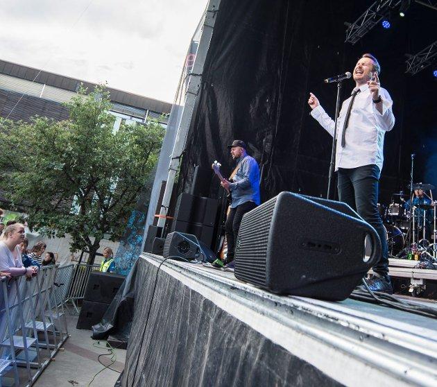 Sørum åpnet: Publikum fikk ekstranummer uten å be om det da Knut Anders Sørum åpnet festen.foto: Vidar SANDNES