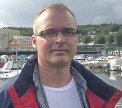 HENSYN: Det er igjen elever langs skoleveien så vis hensyn sier Tom Strømstad Olsen medlem av Vestfold Fylkes Trafikksikkerhetsutvalg (AP)