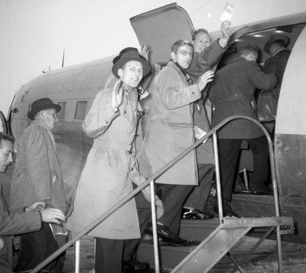 1960:  Sandefjord ballklubb på tur til Hamburg. Fra venstre: Trygve Tangen, Kjell Østby, Finn Gjertsen, Gunnar Guthu, og Erik Kristiansen.